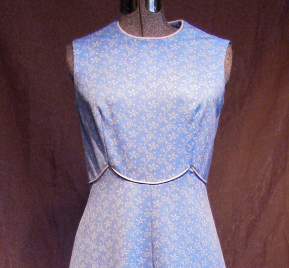 Vintage Maxi Dress 1960s plus size blue and white Mad Men 60s housewife Halloween costume.