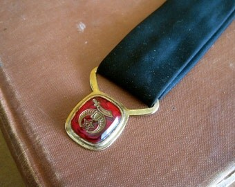 Shriner Necktie Vintage 40s 50s Rockabilly Short Narrow Clip On Tie with Red Glass Etched Medallion