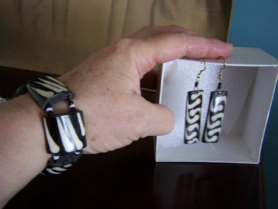 African wooden bracelet set, Natural Wood Jewelry Set, Viintage Jewelry, Zebra Print Jewelry, Animal print Jewelry....