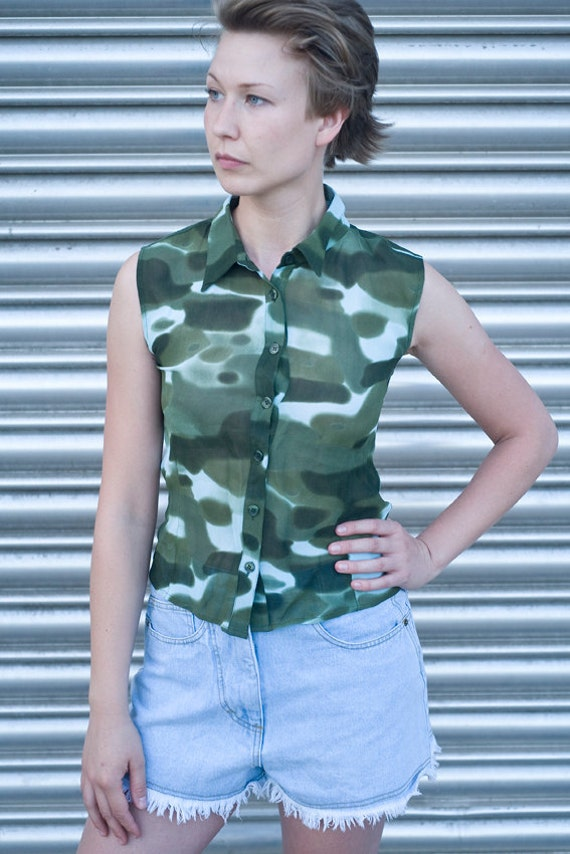Vintage 90s Camouflage Sleeveless Button Up Shirt Small