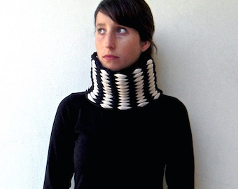 Knit scarf, knit neck warmer, chunky scarves, for him, for her - The mesh neckwarmer - handwoven in black and beige jersey fabric