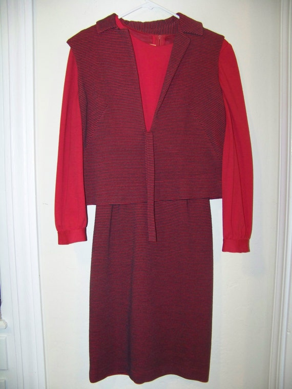 On sale half off             1970's Two Piece Womens Red Dress/  Size Small