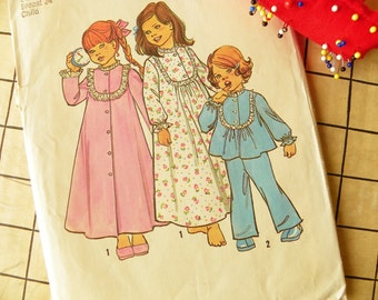 Nighty Night Childs Nightgown Robe and Pajamas Simplicity Pattern Super Sweet 1975