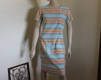 Vintage Shift Dress 1960s  Day Dress with Metal Zipper Candy Stripes