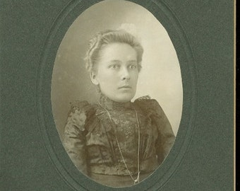 Little Person Diminutive Woman Dwarfism Edwardian Antique Cabinet Card Photo