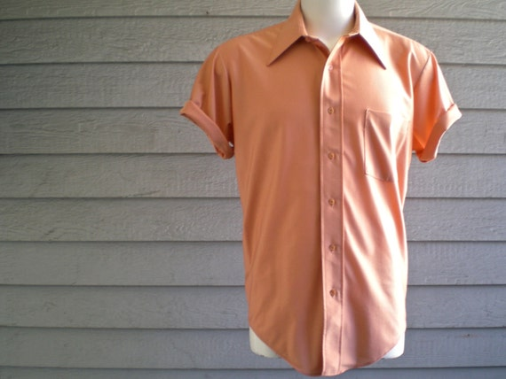 vintage 70s men's short sleeve shirt in peach nylon by Van Heusen. 1970s button down top. retro clothing.