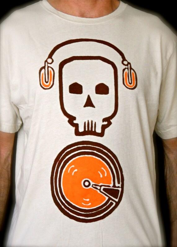 Vinyl spinners turntable skull dj t shirt mens clothing for Built for war shirt