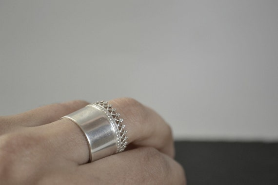 Crowned silver ring. Crown queen wide band. Wedding band.