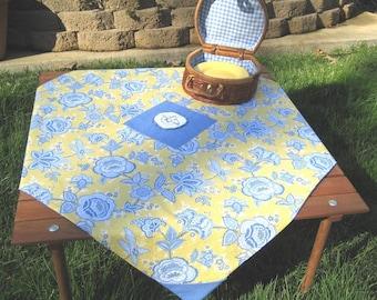 Picnic Tablecloth - Vintage Applique - Cafe Cloth - Reversible - Table in a Bag - Crate and Barrel - cotton - Bluebird Applique - T0038