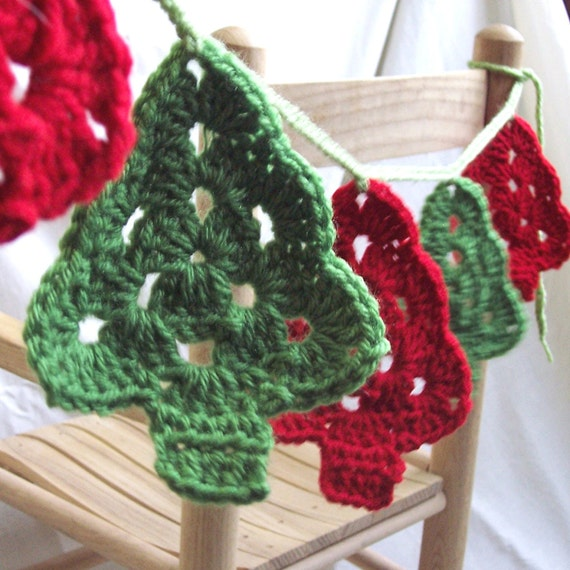 Crochet Christmas Garland - Granny Christmas Tree Bunting Pennant Primitive Christmas Banner Red & Green Woodland Christmas Tree Decoration