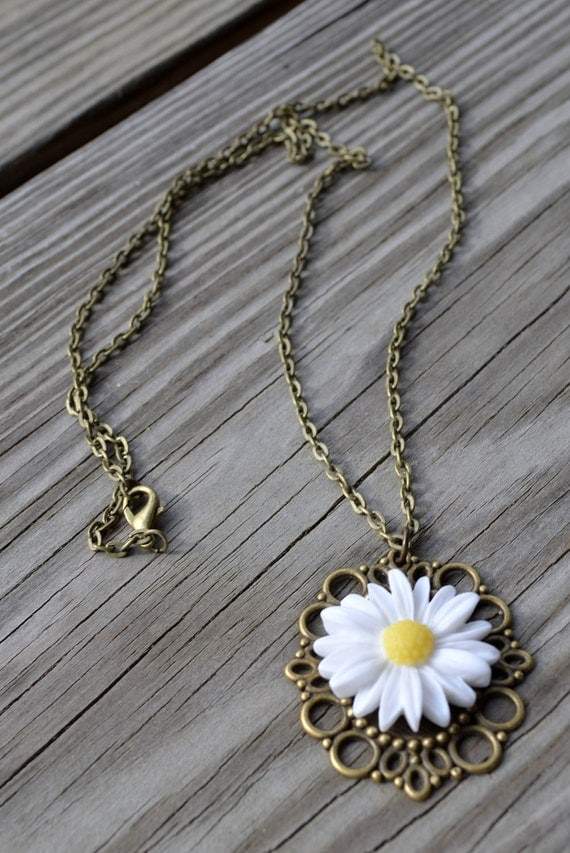 Daisy Necklace - Gifts Under 25