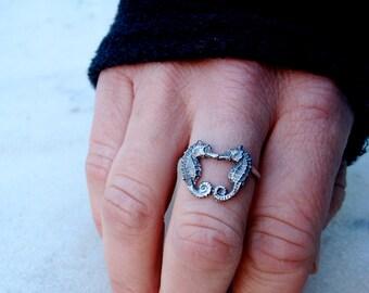 Kissing Seahorse Ring