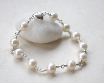 Wedding Jewelry Bracelet, Bridal Jewelry Pearl, Pearl Bracelet, Mother of The Bride Gift, Mother of The Groom Gift, Bracelet w. Safety Clasp