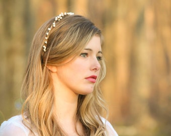 wedding headband, bridal headband, bridal headpiece, Bridal  tiara with white berries, woodland bridal wreath