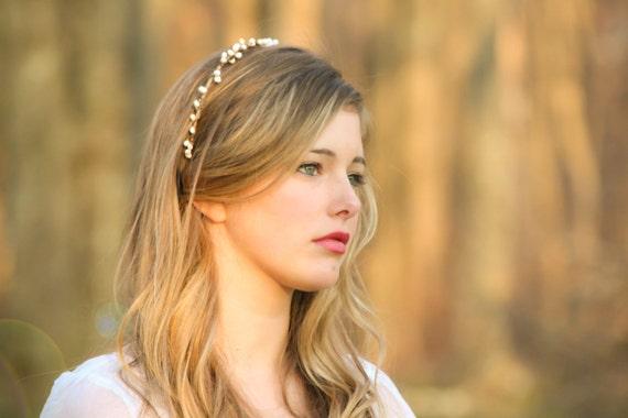 wedding headband, bridal headband, bridal headpiece, Bridal  tiara with white berries, woodland bridal wreath