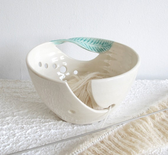 White Ceramic Yarn Bowl Knitting bowl, off-white, Crochet Bowl Modern mint green twisted leaf, knitter gift Yarn supplies MADE TO ORDER