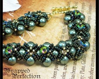 Swarovski Green Pearl Bracelet / Renaissance Tudor Statement Bracelet / Hugs & Kisses / Beadweaving Bead Weaving / Ren Faire / Downton Abbey