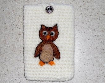 Smartphone case felted with needle felt owl