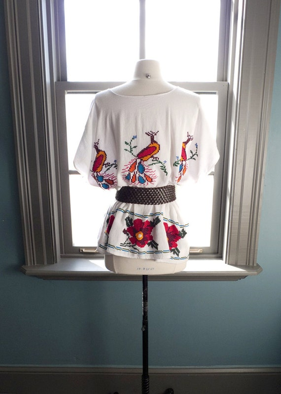Jardin encantado... vintage Mexican tunic top with PEACOCK and FLORAL embroidery (s - m - l)