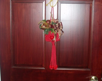 Macrame Yuletide Pocket with Floral (red)