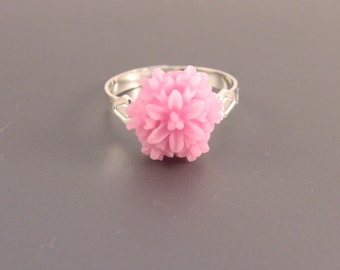 Vintage Style Silver Resin Flower Ring With Pink Flower