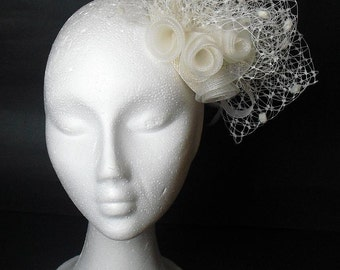 Bridal fascinator hat, ivory veil headpiece /  hair accesories / Wedding / Bridesmaids / Feather and veil fascinator