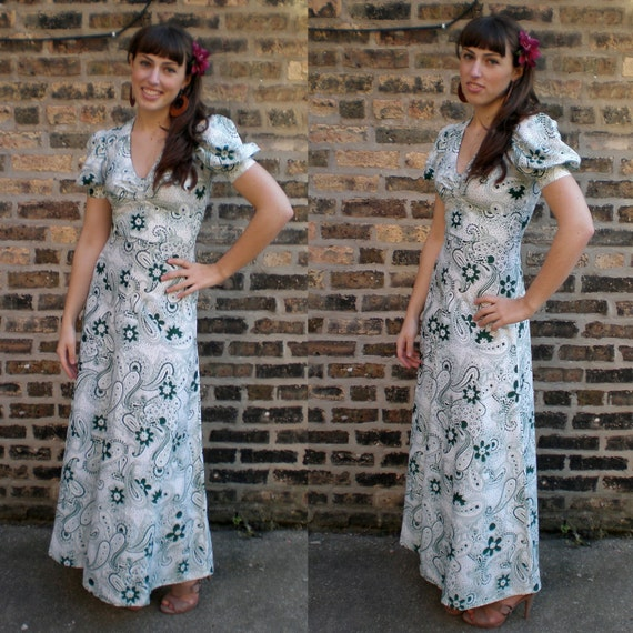 Vintage 70s Maxi-Dress- White & Green Floral Paisley SM
