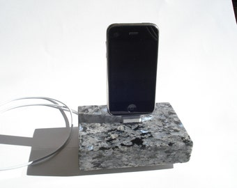 iPhone 4/4s 3/3g Dock Special Edition USB cord embedded in Granite