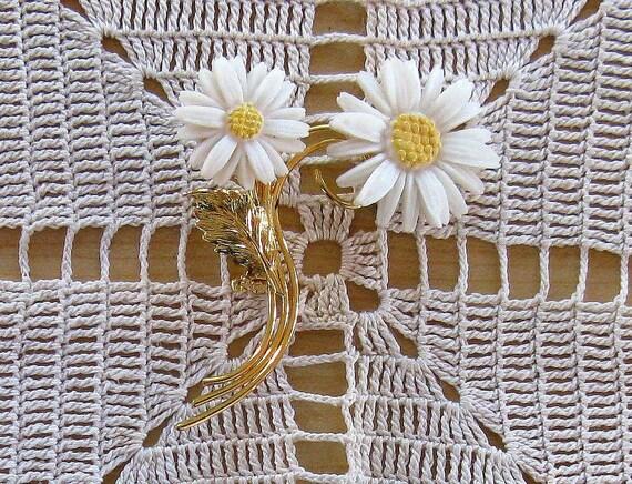 Vintage Floral Daisy Brooch Pin (B-1-2)