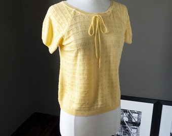 Like a ray of sunshine... Vintage sunny yellow knit top