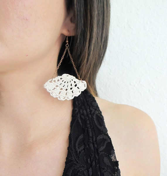 Fan in chains crochet earrings, dainty lace earrings,geometric fan, 2nd Anniversary gift, Cotton Anniversary gift for Her, Gift for Wife