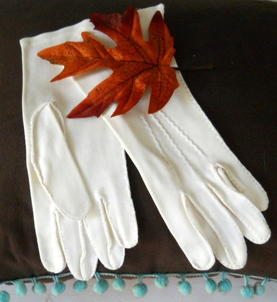 Vintage Gloves White Double Cotton Top Stitched Easter Gloves 1960s
