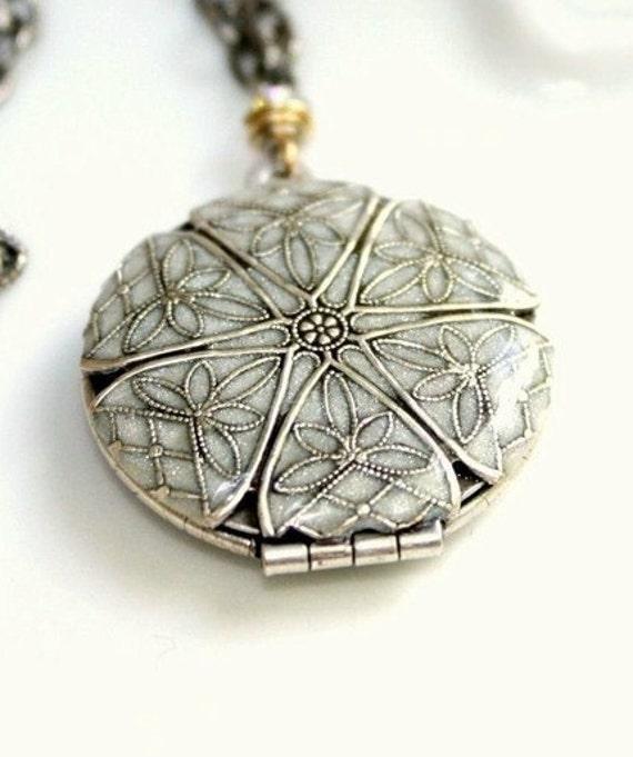 Round Filigree Silver Locket - Shimmering Pearl