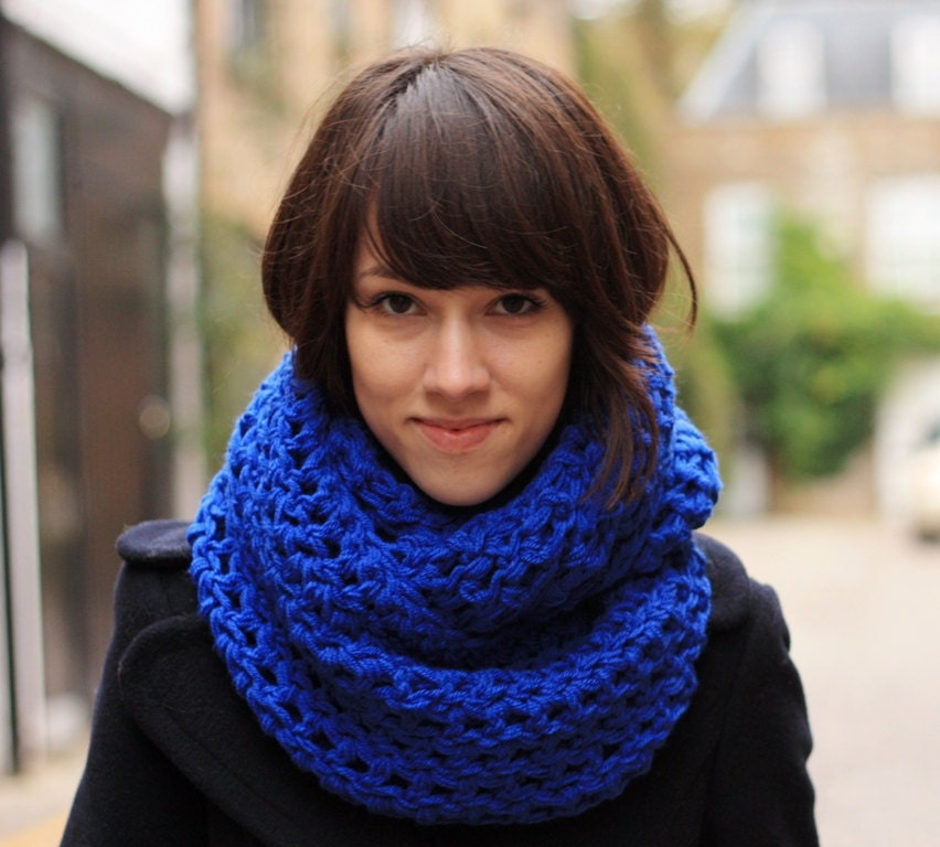 May 14, · An infinity scarf is a large, closed loop of fabric that can be worn in a variety of trendy ways. It can be worn in a traditional loop, double loop, pull through, and hood. It 64%(16).