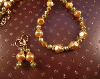 Pearl Necklace Swarovski Pearls Beaded Necklace Crystal Necklace Pearl Jewelry Crystal Jewelry Green Jewelry Gold Jewelry