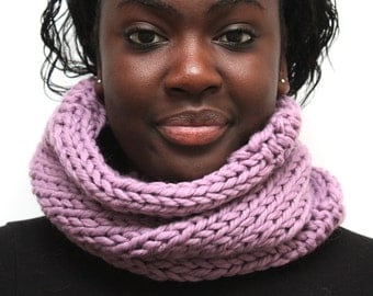 Lilac Wool Cowl, Radiant Orchid Chunky Knit Merino Wool Snood, Chunky Knit, Women's tube scarf, Infinity Scarf, Wool Cowl, gift for her