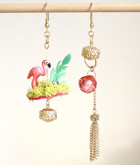 DELUXE Copacabana Flamingo Yard Art mismatched earrings // diorama, rhinestones, flamingo pink