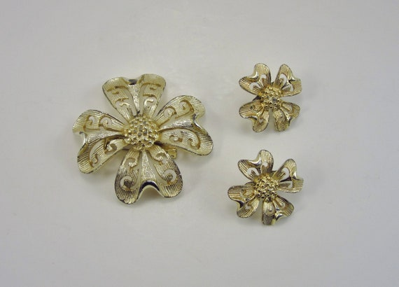 Vintage Gold Flower Brooch and Earring Set - Retro 1960's - Mad Men Look