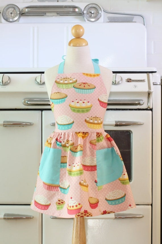 Retro Child Apron Pink Yummy Pies