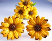 Vintage Yellow and Brown Floral Brooch Clip On Earrings Demi Parure. D40