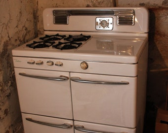 vintage gas stove - a gorgeous classic Caloric - in excellent condition
