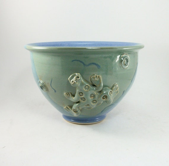 biggish medium sized blue and green bowl with a frog