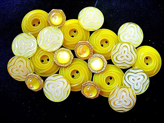 Pretty Lot of Various Vintage Yellow Flower Designed Plastic Buttons
