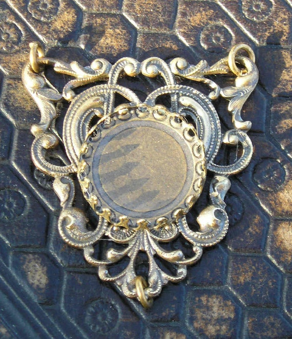 One stunning vintage brass filigree centerpiece to hold a special 18mm cabochon..