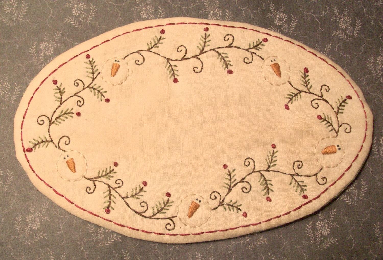 Primitive stitchery oval candle mat pattern snowman garland for Free primitive craft patterns