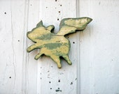Flying Pig Green Gold Recycled Wood - woodenaht
