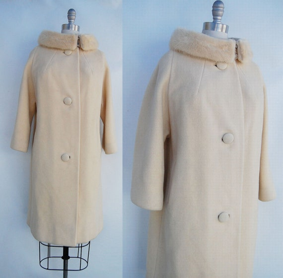 RESERVED for Aoife// classic LILLI ANN cream fur collar wool coat ( s-m)