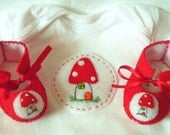Red Mushroom Toadstool Baby Gift Set. ECO Shroom Baby Booties and Baby Gift Set. Perfect as a Baby Gift for a Baby Shower