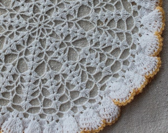 Vintage Linens - Crochet Doily - Lovely Pattern with Yellow Ruffle Trim - Yellow and White Table Mat