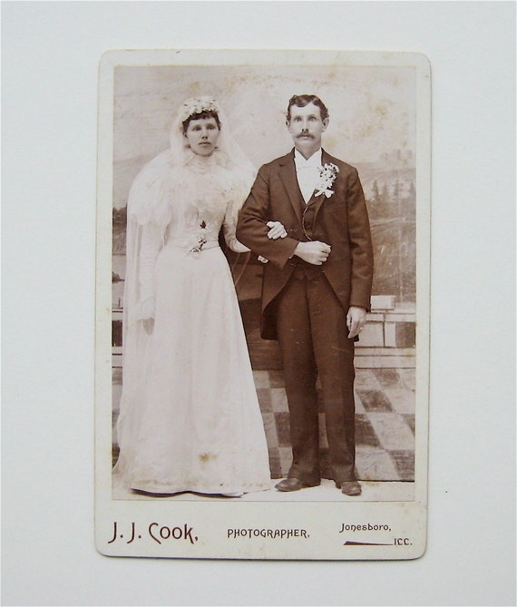 Antique SpOoKy Corpse Bride Beetlejuice Couple Cabinet Card Photograph
